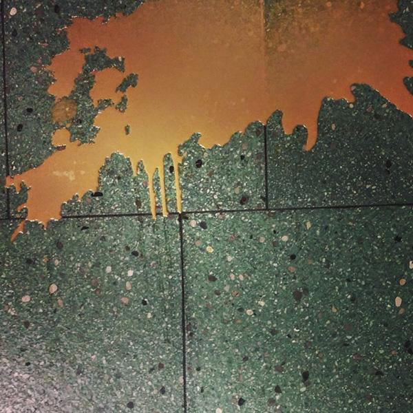 Farbe auf Werkstattboden