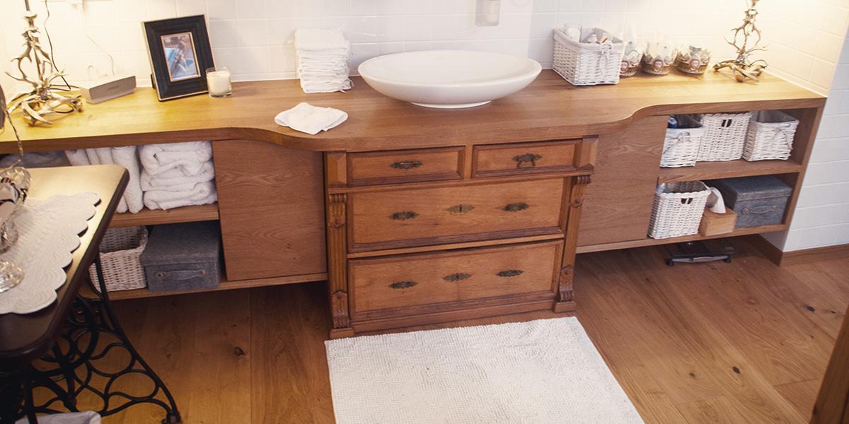 Waschtisch mit alter Kommode aus Masivholz