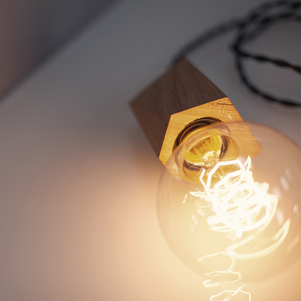 Holzlampe mit Kohlefaden