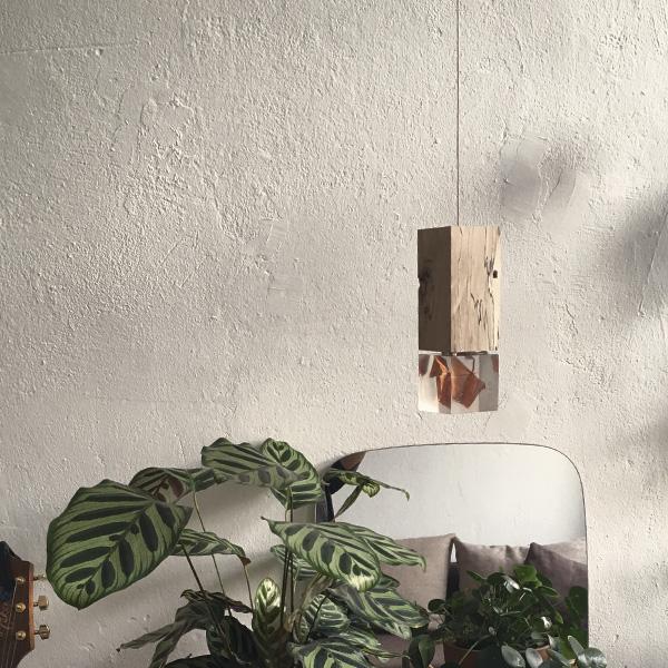 Holzlampe mit wechselbaren Glaselementen