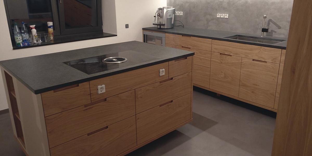 Küche In Eiche, Granit Und Linoleum
