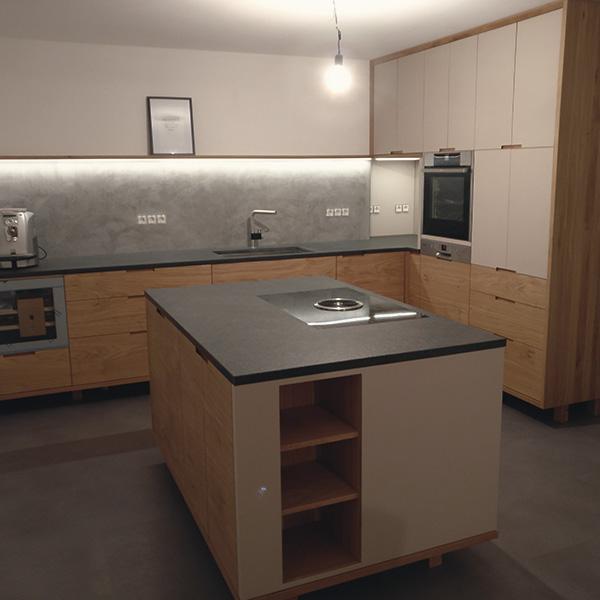 Küche in Eiche Granit und Linoleum