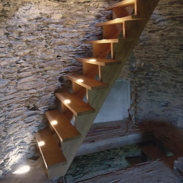 Massivholztreppe-in-Bunkerturm