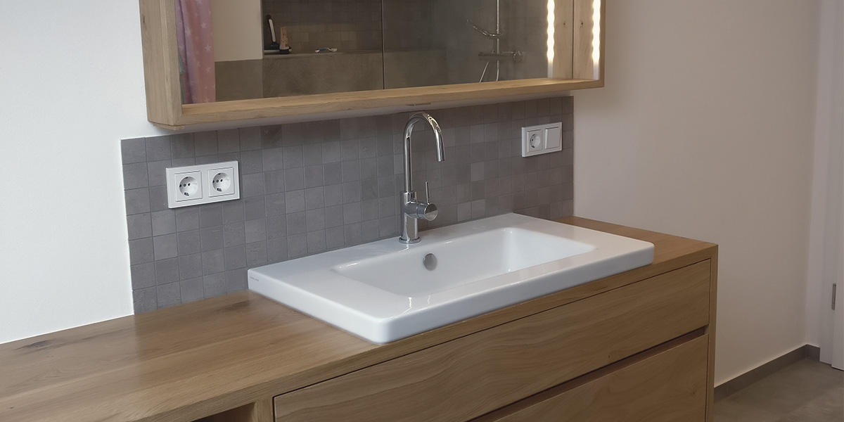 holzfreude waschtisch mit spiegel in eiche. Black Bedroom Furniture Sets. Home Design Ideas