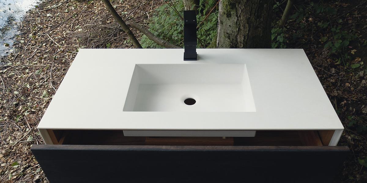 Bademöbel Waschbecken Holz und Mineralstoff